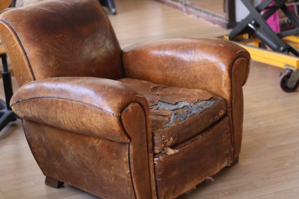 VIEUX fauteuil club à rénover