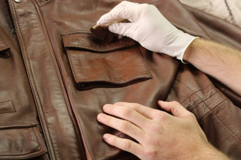 Reteinte blouson en cuir à la couleur d'origine