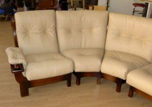 Changement total du cuir d'un canapé endommagé