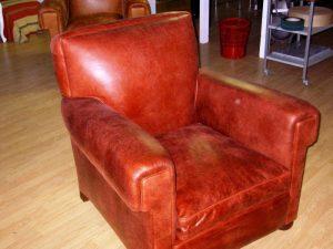 fauteuil club après changement de matière à l'atelier Relook cuir